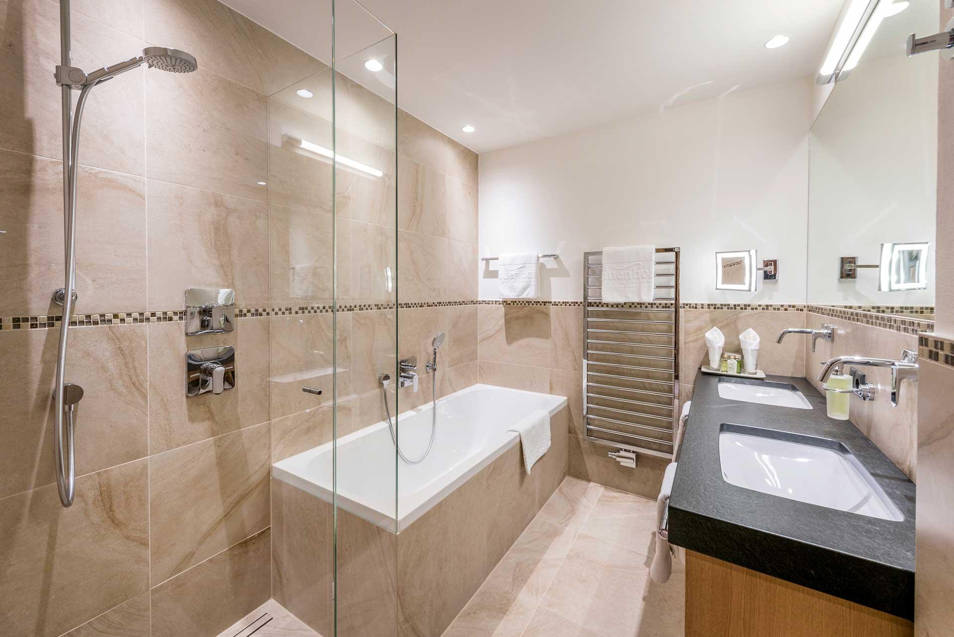 Zimmer & Suiten   Online Buchung   4-Sterne Hotel Auenhof